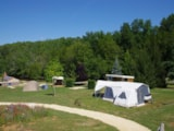 Pitch - New 2017 : Luxury Package XL location 200m2 with 13m2 terrace + fridge + picnic table + water + electricity - CAMPING LES VALADES