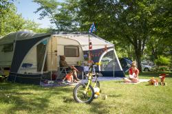 Pitch - Pitch + vehicle - Camping Le Port de Limeuil