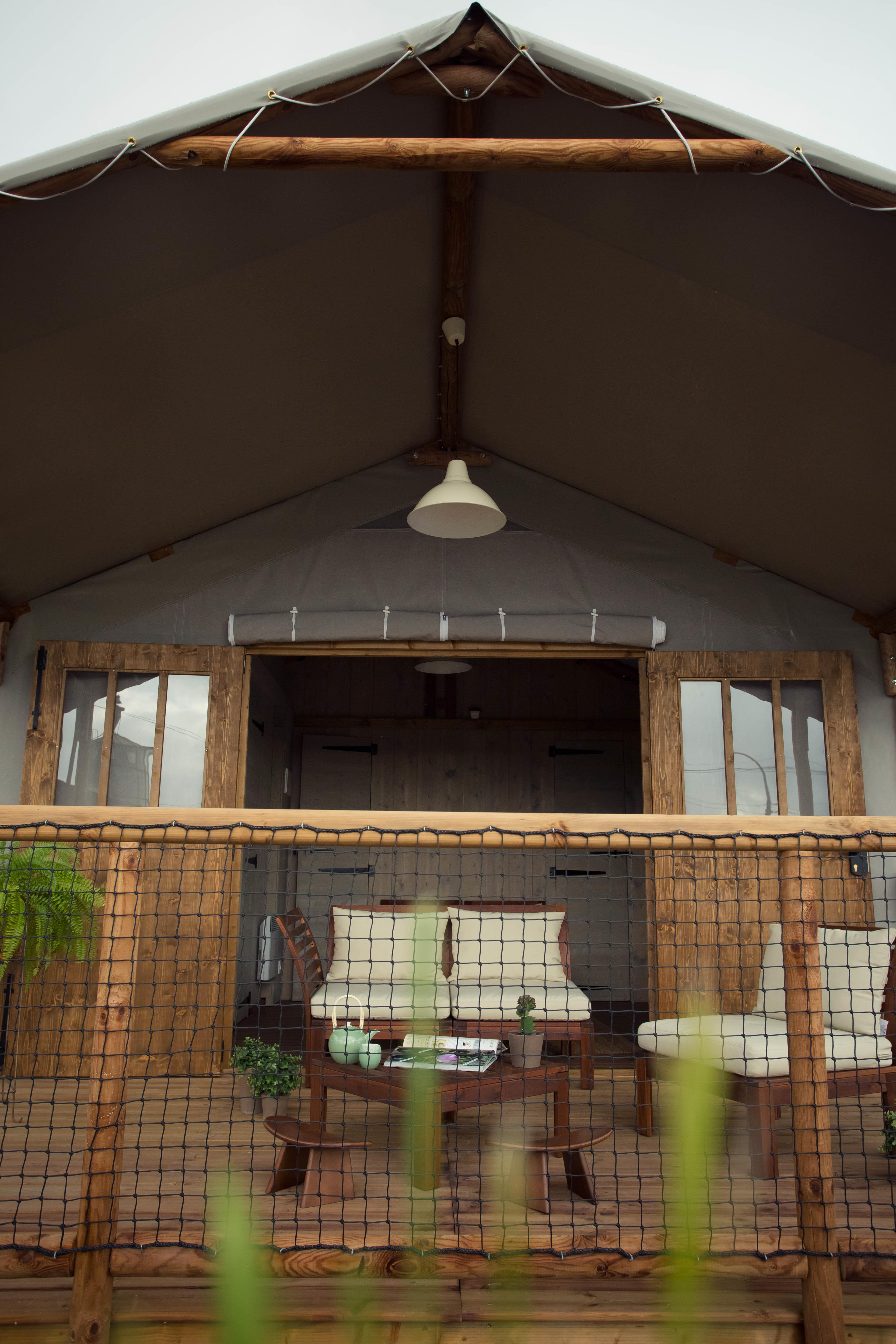 Cabane lodge 23 m2 sans sanitaires 2 chambres terrasse for Mobilhome 3 chambres