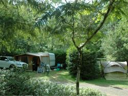 Pitch - Forfait Comfort : Pitch + 1 car + tent , caravan or camping-car + electricity - Camping les Pialades