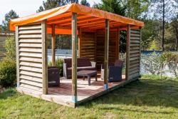 Pitch - Glamping pitch XL 120 - 150m² + terrace with wooden pergolas with shutters for more privacy + outdoor lounge chairs garden - Camping Sites et Paysages DOMAINE DE L'ÉTANG DE BAZANGE