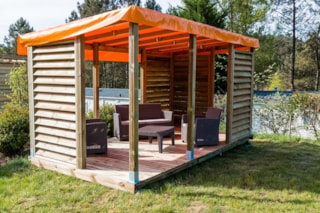 Glamping pitch XL 120 - 150m² + terrace with wooden pergolas with shutters for more privacy + outdoor lounge chairs garden