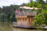 Rental - AQUALODGE NATURE ©, floating house 30 m² with the breathtaking view of the lake (TV included) - Camping Sites et Paysages DOMAINE DE L'ÉTANG DE BAZANGE