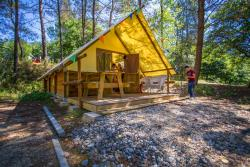 Rental - GLAMPING ! Great trapper's cabin Montravel  with kitchenette, bathroom (shower, sink, toilet), 3 bedrooms - Camping Sites et Paysages DOMAINE DE L'ÉTANG DE BAZANGE