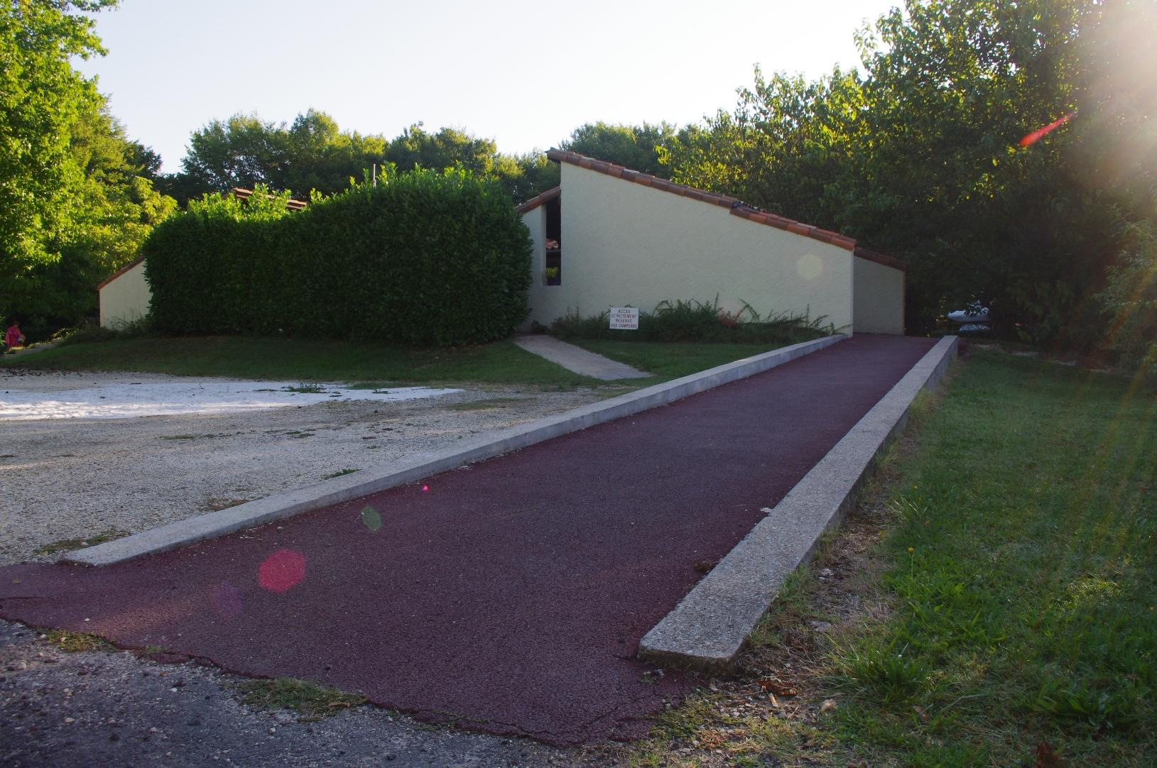 Wheelchair friendly Camping Le Pontet - Saint Astier