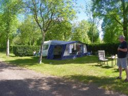 Pitch - pitch with electricity 80 to 100 m² - CAMPING LE ROCHER DE LA GRANELLE
