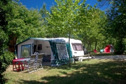 Pitch - Pitch Caravan ** - YELLOH! VILLAGE - LASCAUX VACANCES