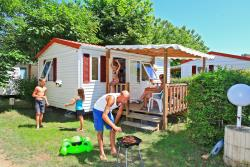 Rental - Mobilhome  4 pers,with shower/wc 2 bedrooms, salon and kitchen. covered terrace  max 4 per week - Le Plein Air des Bories