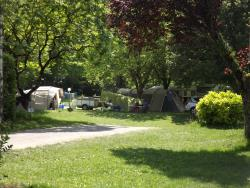 Pitch - location with car, tent and caravane - Camping Les Cascades