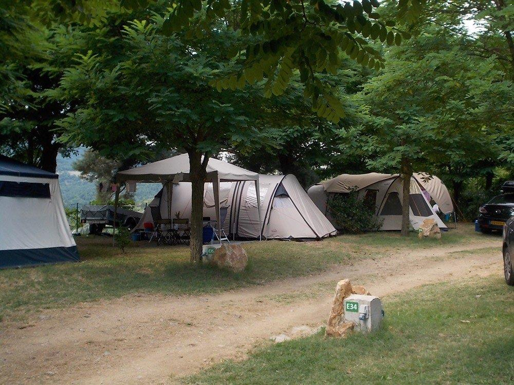 Emplacement - Emplacement 2 Pers: 1 Véhicule + Tente / Caravane / Camping-Car - Camping Les Roches