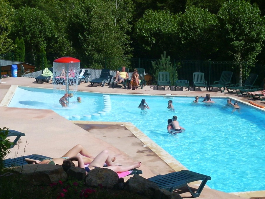 Camping les foug res auvergne france club campings for Piscine fougeres
