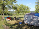 Pitch - Confort pitch, 2 people included (from 150 to 250 m², half shaded, well defined) - Camping Sites et Paysages LES PASTOURELS