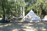 Pitch - location Kids friendly 2 people included, (the car is parked on a parking lot in the campsite) - Camping Sites et Paysages LES PASTOURELS