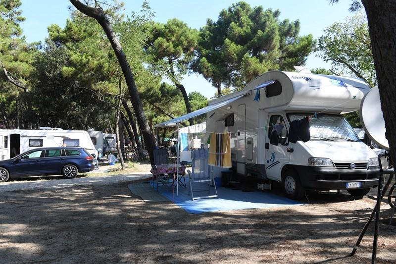 Emplacement - Superplatz Avec Electricité 10A + Charge D'eau - International Camping Mare e Pineta