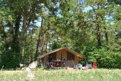 LODGE Furnished tent with private facilities