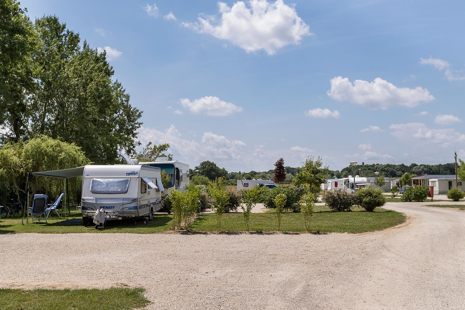 Emplacement - Emplacement Grand Confort Gravier/Herbe - Camping Le Lac d'Orient