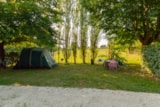 Pitch - Standard Size Close to Nature Pitch (without electric hook-up) - Camping Sites et Paysages LE MOULIN