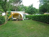 Pitch - Standard Size Premium Pitch With Electricity 6 Amps. - Camping Sites et Paysages LE MOULIN