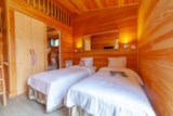 Bedroom - Hotel Type Bedroom In The Ecolochic Chalet - Camping Sites et Paysages LE MOULIN