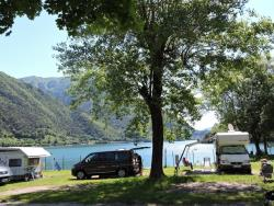 Pitch 56-65m² AZZURRA at the lake: 1 car + tent , caravan or camping-car + electricity 6A