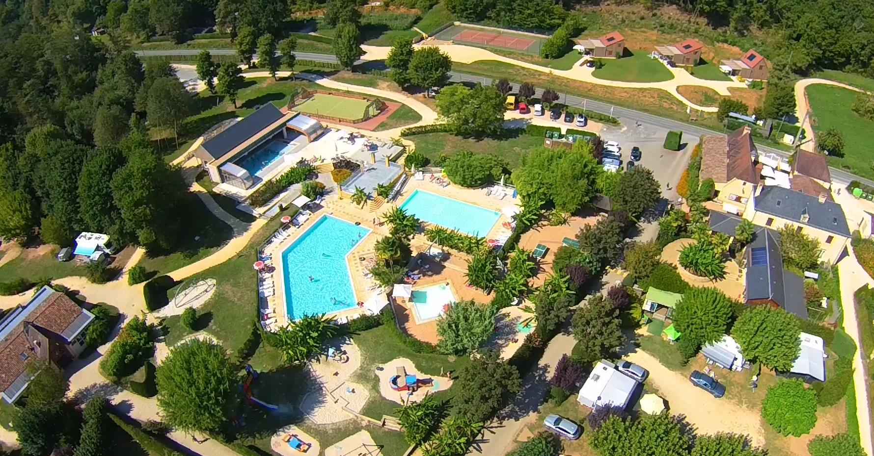 Establishment Camping Le Paradis - Saint Léon sur Vézère