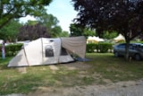 Pitch - Comfort Package (1 tent, caravan or motorhome / 1 car / electricity 6A) - Flower Camping Le Château