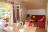 Rental - Chalet Grand Confort Premium 35m² (2 bedrooms) with covered terrace - Flower Camping Le Château