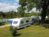 Pitch - Comfort Package (1 tent, caravan or motorhome / 1 car / electricity 10A) - Camping du Lac des Varennes