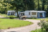 Pitch - Comfort Package (1 tent or caravan / 1 car / electricity 16A) (Motorhome not allowed) - Flower Camping de Mesqueau