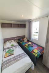 Rental - Mobile home Riviera SUPERIEUR 27 m² / 2 bedrooms + covered terrace (2013) - Flower Camping de Mesqueau