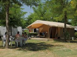Location - Tente Lodge Family 2 Chambres - Camping Acacias