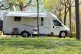 Pitch - Plus + 1 car + tent , caravan or camping-car + electricity - CAMPING GLOBO ROJO BARCELONA
