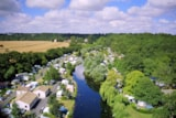 Pitch - PITCH + PRIVATE SANITARY  + vehicle + electricity + fridge included - Camping Sites et Paysages LES PEUPLIERS