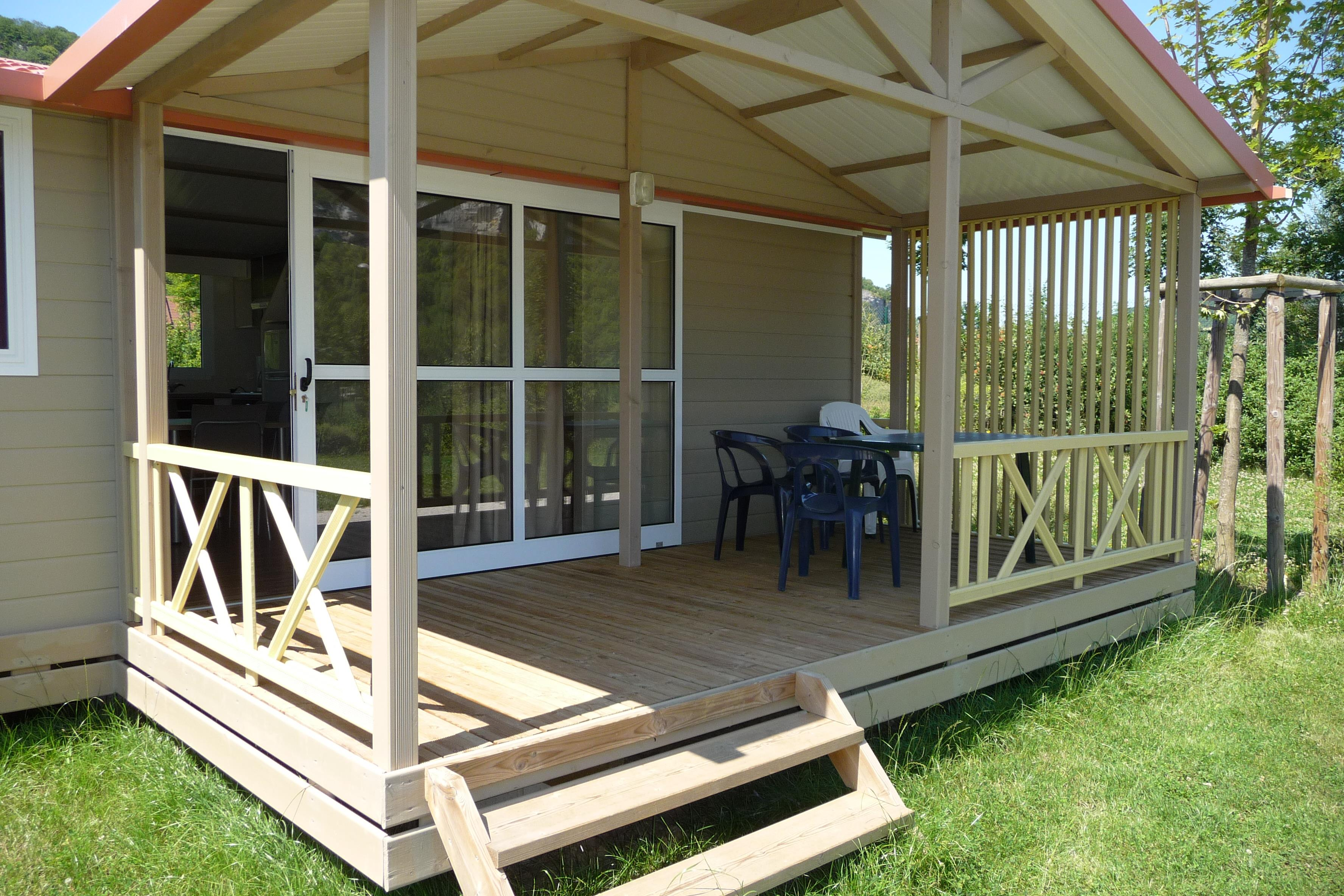Location - Cottage Comtois, 35M², 3 Chambres, Le Chalet Familial - Camping La Roche d'Ully