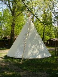 Tipi traditionnel des indiens des plaines