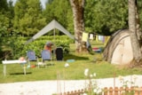 Pitch - Comfort Package (1 Tent, Caravan Or Motorhome / 1 Car / Electricity 10A) - Flower Camping Les 3 Ours