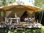Rental - Tent Lodge Confort duTRAPPEUR(canada) 32m² (2 Rooms) - Covered terrace - without toilet blocks - Flower Camping Les 3 Ours