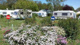Pitch - Privilege Package (1 tent, caravan or motorhome / 1 car / electricity 13A) + Water point - Flower Le Domaine du Rompval
