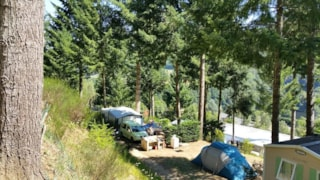 Privilege Package (1 Tent, Caravan Or Motorhome / 1 Car / Electricity 15A) + Sink + Barbecue