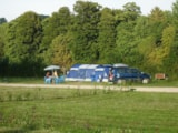 Pitch - Package Nature (Pitch with tap water, 1 vehicle, without electricity) - Camping Val de Trie