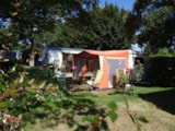 Pitch - Comfort Package (1 Tent, Caravan Or Motorhome / 1 Car / Electricity 6A) - Flower Camping Les Pins ROYAN