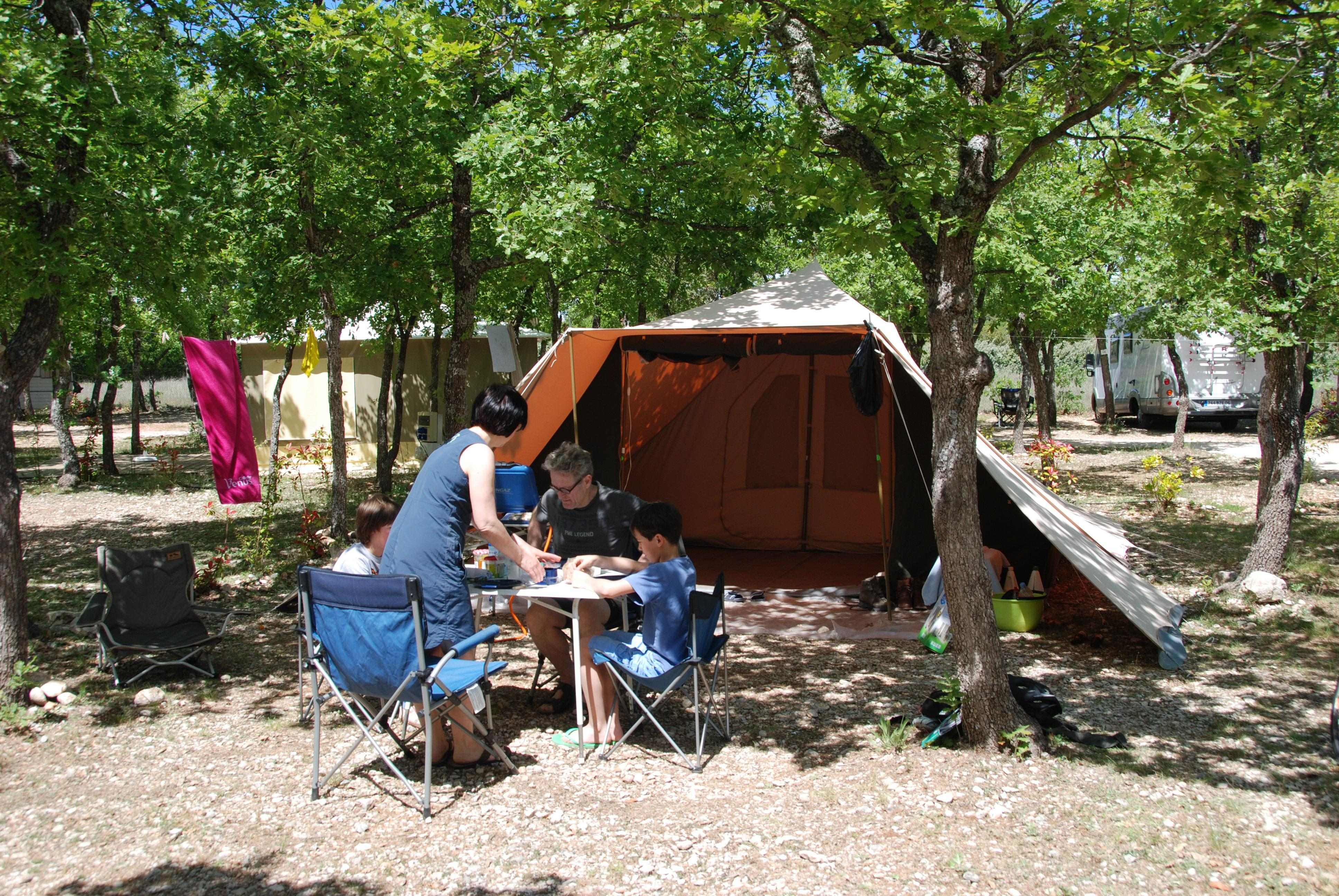 Emplacement - Emplacement En Camping - Camping Les Chênes Blancs