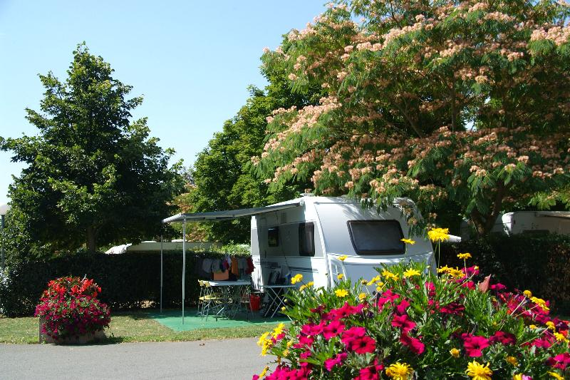 Betrieb Camping Le Futuriste - St Georges Les Baillargeaux