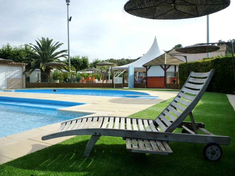 Read the reviews from camping les jardins du ma ta for Camping le jardin
