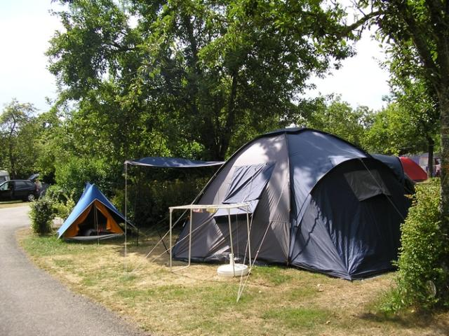 Package: Pitch + car + tent or caravan / 1 person included