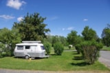 Pitch - Pitch Confort package - car, tent, caravan or camping-car with electricity - Camping Les Portes Du Beaujolais
