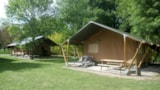 Rental - Lodge Safari with bathroom, kitchen area, covered terrace with sun loungers - Le Village du Port