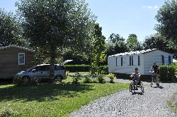 Service Handicapé Flower Camping Du Port Caroline - Brain Sur L'authion