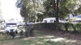 Pitch - Comfort Package (1 tent, caravan or motorhome / 1 car / electricity 10A) - Camping Le Parc de Vaux