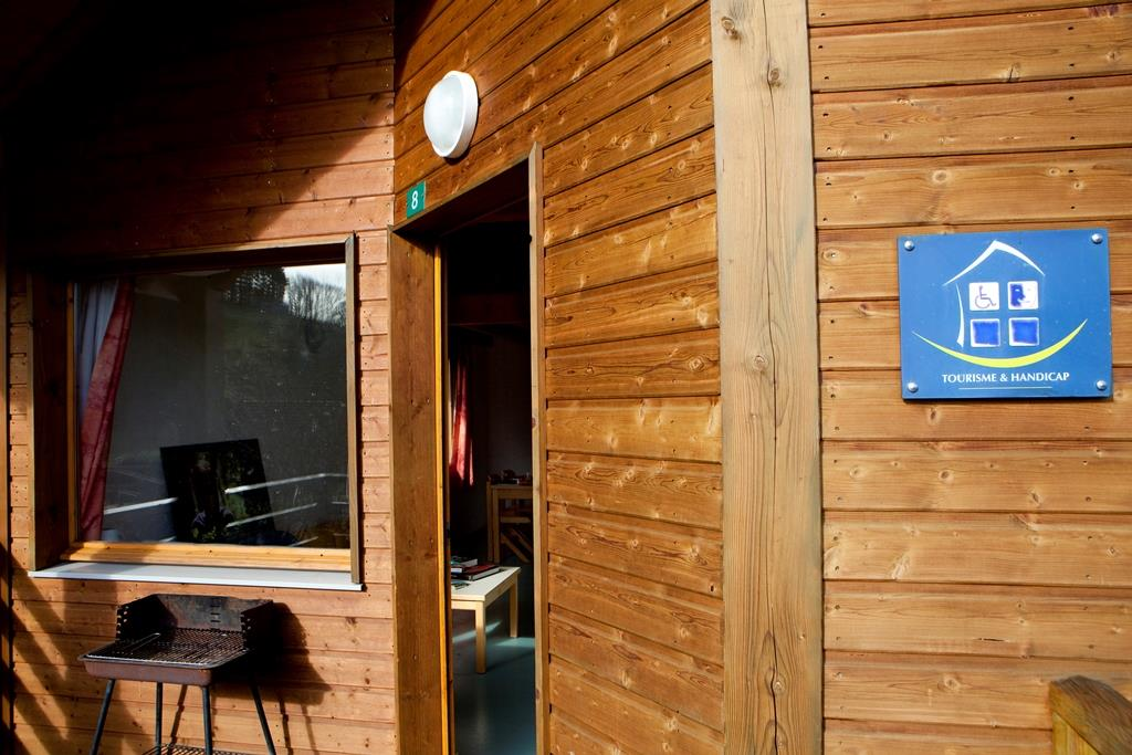 Wheelchair friendly Flower Camping Le Paluet - Matour